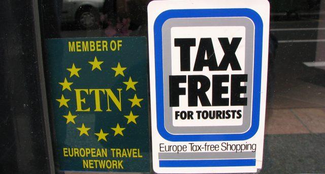 Come funziona il tax free shopping, chi può ottenerlo e quanto vale il rimborso. Cosa deve fare il turista prima di lasciare il Paese.