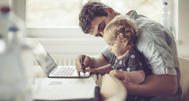 Il congedo parentale Covid deve essere previsto anche in caso di smart working? In una nota la Cgil chiede al Governo di intervenire con il Decreto Sostegni.