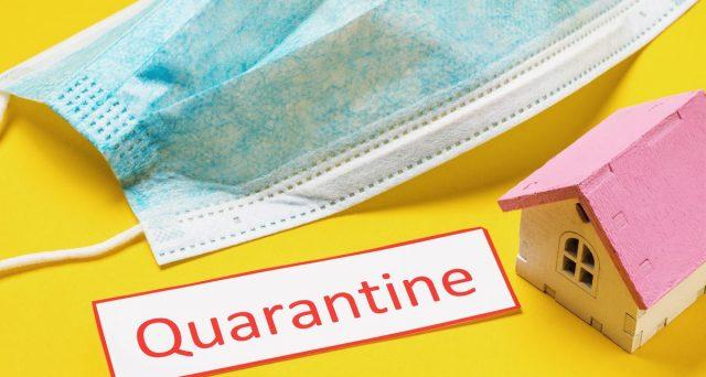 La quarantena non è più considerata malattia. Un lavoratore positivo al tampone rischia di perdere 600 euro di stipendio.