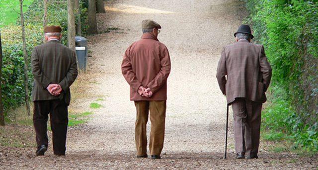 Oltre il 96 per cento dei deceduti causa covid era percettore di pensioni. In dieci anni l'Inps risparmierà quasi 12 miliardi di euro.
