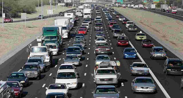 Circa il 5,9% dei veicoli in circolazione non è assicurato. Il fenomeno è più marcato al Sud. Sanzioni e rischi per chi guida senza Rc auto.