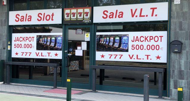 La chiusura forzata di sale giochi e scommesse favorisce il gaming illegale. Lo Stato perde soldi. Che senso ha parlare di evasione fiscale?