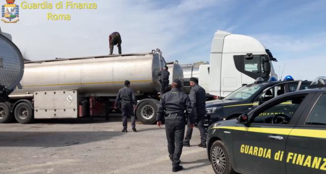 Frodi e traffici illeciti interessano oggi più carburanti che altre attività. Come cambia la lotta all'evasione fiscale in Italia.