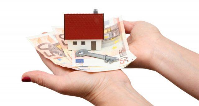 Per l'acquisto casa, il prezzo pagato al venditore non è, di certo, l'unica spesa da sostenere. Bisogna fare i conti (letteralmente) con le spese del notaio e tutte le tasse da aggiungere al costo dell'immobile.