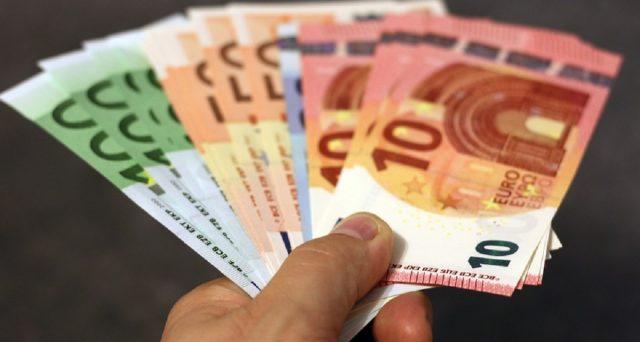 Bonus in busta paga ad agosto, per i contratti a tempo determinato 690 euro