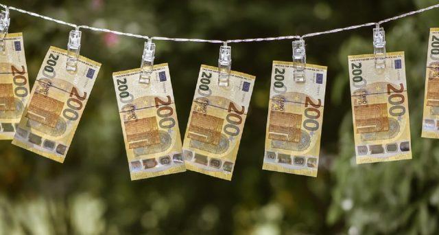 Bonus in busta paga, quanto spetta a seconda dello stipendio. Fino a 1880 euro ad agosto