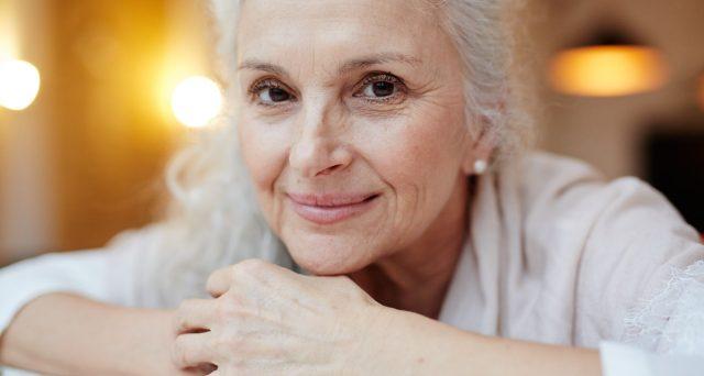 Con Opzione Donna le lavoratrici possono anticipare la pensione a 58 anni di età (dipendenti) o 59 anni (autonome) e 35 anni di contributi versati.