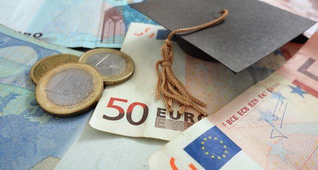 Riscattare la laurea è sempre stato oneroso, ma conviene riscattare gli anni trascorsi sui banchi dell'Università subito o in futuro?