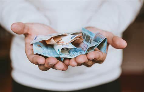 Cosa fare se non arriva il rimborso fiscale dall'Agenzia delle Entrate? Come presentare la domanda per richiedere il rimborso?