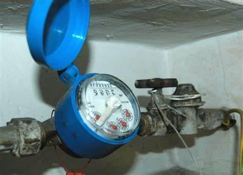 Il contatore dell'acqua si trova all'interno dell'abitazione, ma lo vuoi spostare all'esterno? È possibile? Quale bonus spetta per il lavoro?