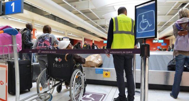Importante decisione del Tar del Lazio sull'assegnazione gratuita o meno dei posti sugli aerei agli accompagnatori di minori e disabili.
