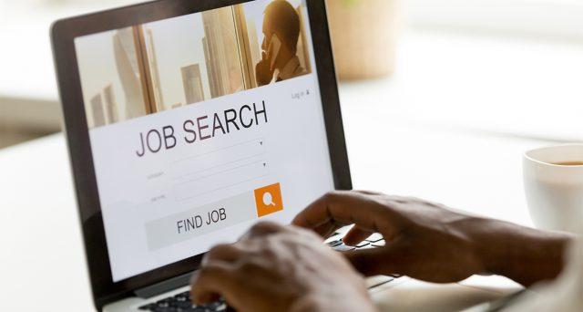 Il lavoro si cerca sempre più online, aumentano le offerte delle aziende (+63%), ma calano del 9,6% le persone.