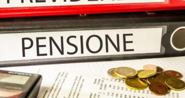 Smettere prima di lavorare ed andare in pensione: sono molti i lavoratori che per vari motivi decidono di ritirarsi dal mercato del lavoro e di vedersi erogato l'assegno previdenziale.