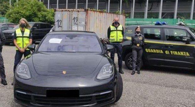 Scovati dalla GdF altri furbetti del reddito di cittadinanza. Uno possedeva anche una Porsche. Quanto dobbiamo ancora indignarci prima di cambiare qualcosa?