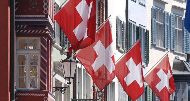 In Svizzera le pensioni arrivano a 64 anni, ma presto succederà come in Italia. Una riforma che interessa anche molti lavoratori italiani.