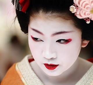 Geisha-Make-Up-Looks1.jpg