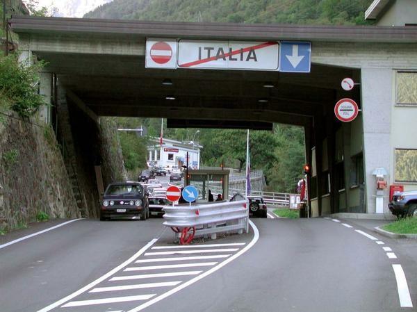 Viaggi in macchina regole da conoscere e info utili per - Dogana svizzera cosa si puo portare ...