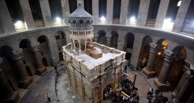 Importante scoperta scientifica, le analisi effettuate sulla tomba di Gesù svelano che la data di realizzazione non è di 2000 anni fa, ma più recente.
