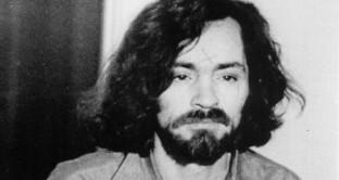 """A 83 anni è morto Charles Manson, uno dei criminali più noti degli Stati Uniti d'America nonché """"guru"""" di una setta satanica che era stato condannato all'ergastolo per essere stato il mandante della strage di Bel Air."""