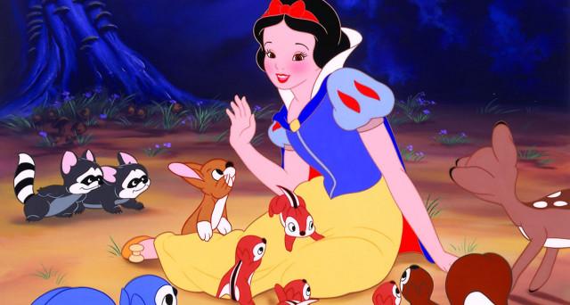 Sono passati 80 anni dalla prima proiezione di Biancaneve e i sette nani, la magia del classico Disney è rimasta intatta e ora si prepara un nuovo film in live action.