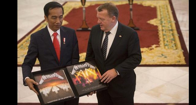 Un regalo insolito, ma gradito, il presidente dell'Indonesia è un fan musica metal, scelta azzeccata quindi quella del primo ministro danese.