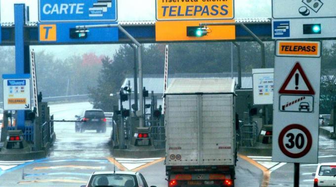 Sconti del 15% sui pedaggi autostradali: ecco come ottenerli