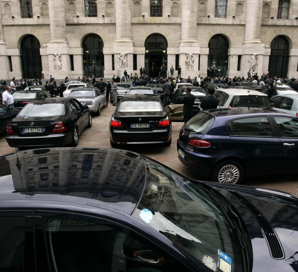 Nuova asta per le auto blu del governo, questa volta in vendita 33 auto del ministero della Difesa.