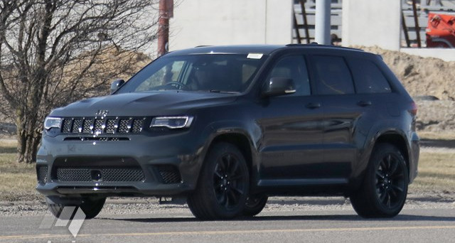 Nuove foto spia di un veicolo a marchio Jeep fanno pensare che il SUV più potente del mondo sia in arrivo, ci riferiamo al nuovo Grand Cherokee Trackhawk
