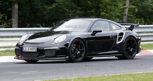 Porsche 911 GT2 RS: nuove foto spia arrivano direttamente dalla Germania e più precisamente dalla zona del Nurburgring per questo atteso veicolo
