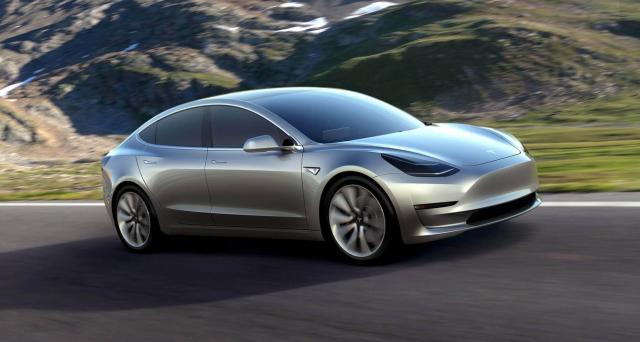 Tesla Model 3 il nuovo modello della casa automobilistica di Elon Musk che negli USA costa solo 35 mila dollari da luglio verrà prodotta in mille unità