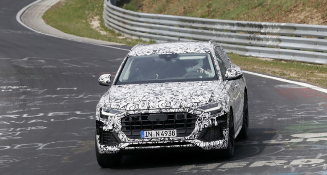 Audi Q8: il nuovo Suv della celebre casa automobilistica di Ingolstadt è stato immortalato in pista al Nurburgring in versione muletto camuffato