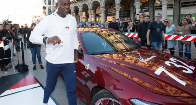 "Foto Piero Cruciatti / LaPresse 05-05-2017 Milano, Italia Cronaca Evento Breaking2 Together in Piazza del Duomo Nella foto: Carl Lewis arriva in Piazza Duomo sulla Alfa Romeo Giulia Quadrifoglio che si è aggiudicata il record di categoria sul leggendario circuito di Nurburgring con il tempo di 7'32"" Photo Piero Cruciatti / LaPresse 05-05-2017 Milano, Italy News Breaking2 Together event in Piazza Duomo In the photo: Carl Lewis arrives in Duomo Square on board of an Alfa Romeo Giulia Quadrifoglio that won the Nurburgring with the time of 7'32"""