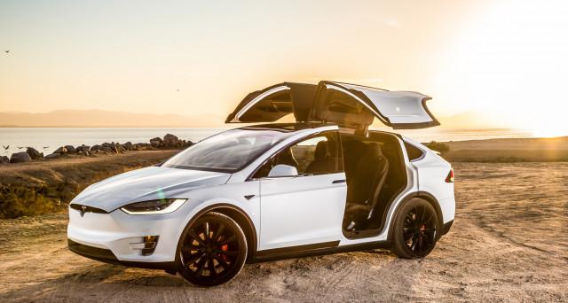 Tesla Model X: richiesta di risarcimento da un cliente dopo un inconveniente abbastanza grave che si è verificato in autostrada.