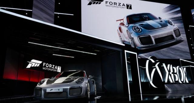 Porsche 911 GT2 RS: le prime immagini ufficiali della nuova versione della mitica vettura della casa tedesca appaiono in un videogioco