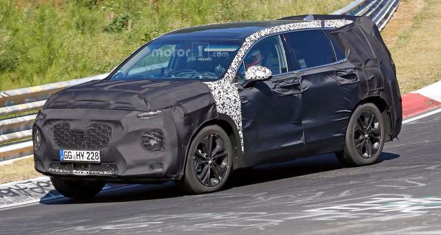 Hyundai Santa Fe 2019: le prime foto spia della nuova generazione del suv arrivano dal circuito del Nurburgring in Germania