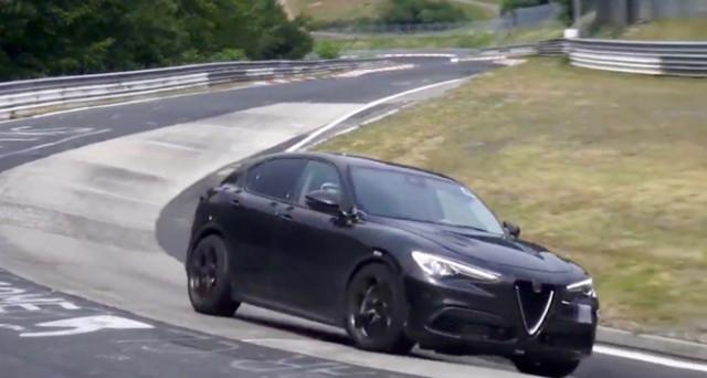 Un video spia mostra il prototipo del nuovo Alfa Romeo Stelvio Quadrifoglio, versione che sarà svelata entro la fine del 2017.