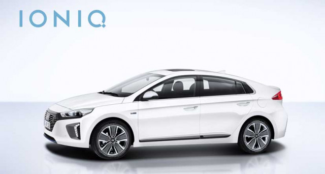 Hyundai Ioniq è stata nominata tra le quattro finaliste del Green Car of the Year  da parte del Green Car Journal, il 30 novembre conosceremo il vincitore.