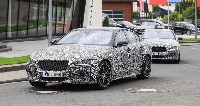 Jaguar XE SVR: nuove foto spia del prototipo camuffato della potente auto che sfiderà Alfa Romeo Giulia Quadrifoglio, Bmw M3 e Mercedes AMG C63.