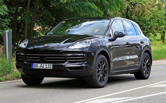 La terza generazione di Porsche Cayenne, secondo indiscrezioni potrebbe essere presentata nel corso della prossima edizione del Salone auto di Francoforte