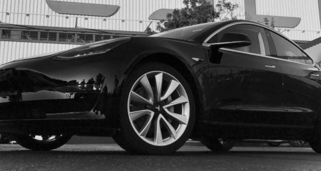 Tesla model 3 gli interni minimalisti fanno storcere il for Interni minimalisti