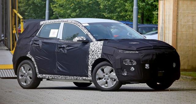 Hyundai Kona: la versione elettrica del nuovo Suv sarebbe stata immortalata in alcune nuove foto spia apparse nelle scorse ore sul web.