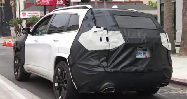 Jeep Cherokee Restyling: dal web arrivano le prime immagini spia del futuro Suv dopo gli aggiornamenti a cui presto sarà sottoposto.