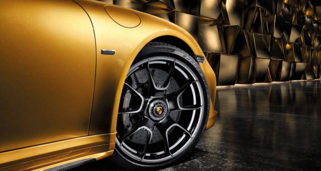Porsche 911 Turbo S: arrivano nuove ruote in fibra di Carbonio con Carbonio rinforzato per la Exclusive Series costeranno oltre 17 mila dollari.