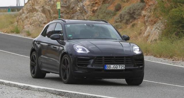 Porsche Macan 2018: ecco una delle ultime immagini spia apparse sul web per il restyling del celebre suv compatto di Porsche