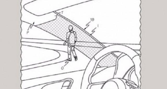 Toyota: depositato un brevetto di un nuovo sistema salva pedoni che migliora la visibilità del guidatore rendendo trasparenti alcune zone dell'auto