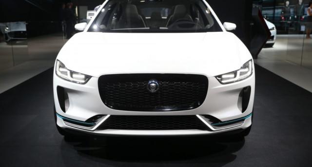 Jaguar I-Pace: il nuovo suv elettrico della casa inglese è una delle vetture che maggiormente stanno suscitando entusiasmo al salone di Francoforte.