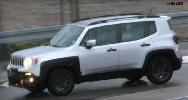 Jeep Renegade: ecco le immagini spia che mostrerebbero la nuova versione dopo il restyling di metà carriera a cui presto verrà sottoposta.
