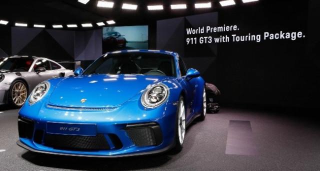 Porsche 911 GT3 Touring Package: al salone auto di Francoforte debutta questa nuova versione della celebre vettura di Porsche pensata per i puristi del marchio.
