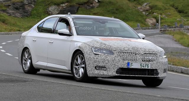 A circa un anno di distanza dalle prime immagini spia di Skoda Superb Facelift sono apparse sul web nuove foto della vettura ceca