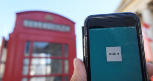 Uber dopo il duro colpo ricevuto dalle autorità a Londra spera di poter recuperare la licenza per far fronte al grave danno subito.